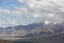 Chaîne de montagne vue de Leh
