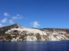 Les falaises éblouissantes de l'île de Lipari