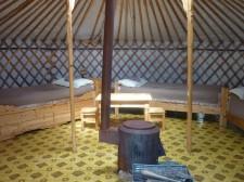 Intérieur d'une yourte dans un camp de la vallée d'Orkhon