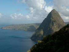 Vue sur le Petit Piton lors de l'ascension du Gros Piton à Sainte-Lucie