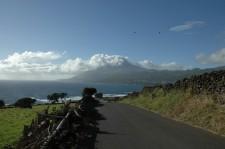 Vue du volcan en arrivant sur Lajes do Pico par la côte sud-est