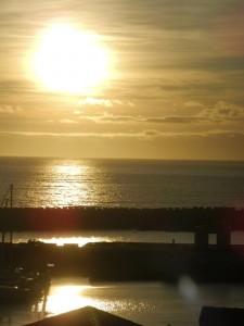 Le soleil se couche devant Lajes