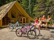Vélos et tente du parc Pointe Taillon