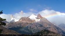 Arc-en-ciel devant le massif du Fitz Roy (Argentine)