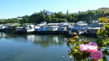 Maisons de pêcheurs sur pilotis de l'île de Chiloé (Chili)