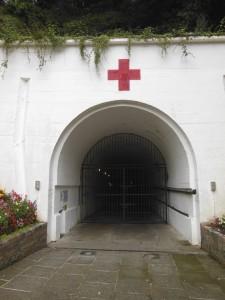 """Jersey – L'entrée du """"Tunnel"""", musée de la vie sur l'île sous l'occupation"""