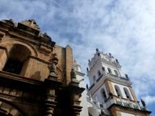 Extension Villes coloniales– Sucre affiche de somptueux bâtiments