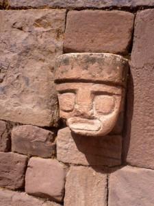 Visage en bas-relief à Tiwanaku