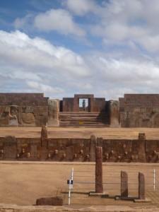 Esplanade du temple semi-souterrain Kalasasaya à Tiwanaku