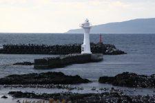 Un phare isolé sur les rives de la mer du Japon, île de Rishiri, Hokkaidō