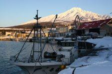 Petit port de pêche en mer du Japon, île de Rishiri, Hokkaidō