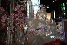 Statue de glace exposée dans la rue lors du festival de la neige, Sapporo