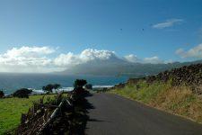 Vue sur le volcan en arrivant à Lajes do Pico par la côte sud-est
