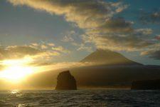 Arrivée à Pico à l'aube depuis Faial