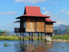 Cabane sur pilotis du lac Inle en tissage de bambou