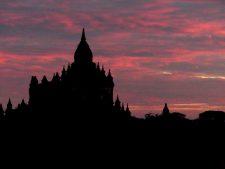 Temple au coucher du soleil à Bagan