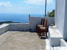 Vue d'une terrasse d'une des nombreuses églises de l'île