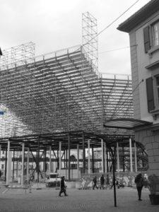 La structure de l'arène de la Fête des Vignerons 2019 vue de la rue du Lac