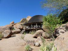 Lodge discrète dans le Damaraland